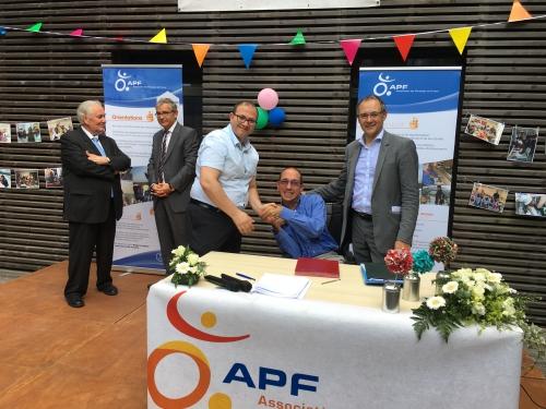 Traité signé entre Makram Chemangui FAS et JM Hergas APF.JPG